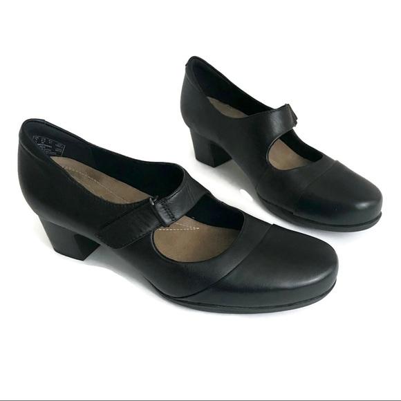 1861102caa Clarks Shoes   Rosalyn Wren Leather Mary Jane Pump   Poshmark
